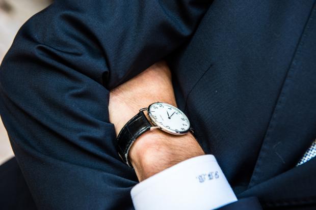 мужские руки, часы