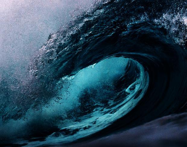 огромная морская волна