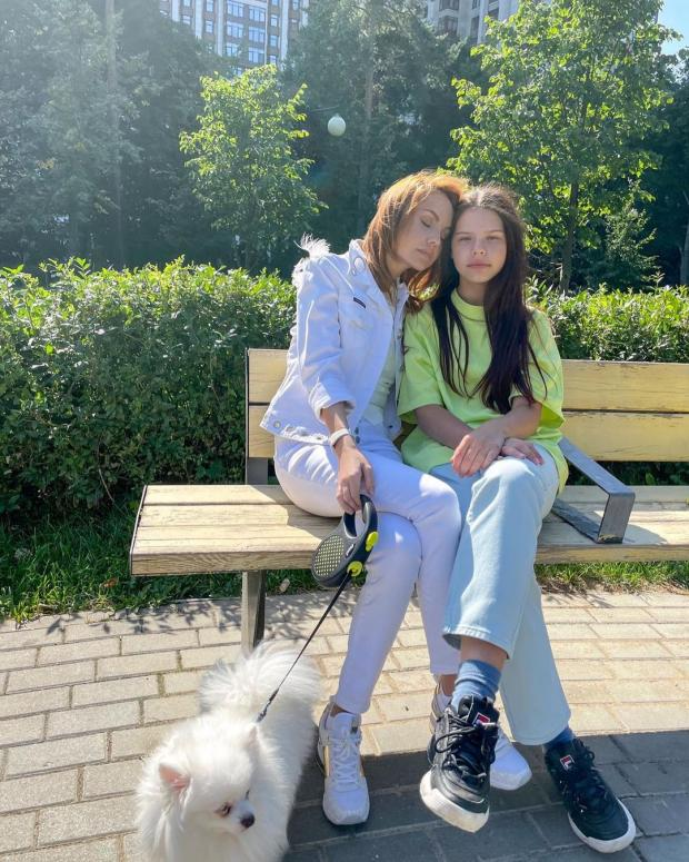 певица Максим с дочкой