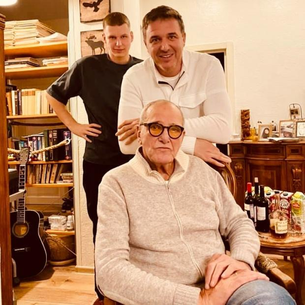Максим Виторган с отцом и сыном