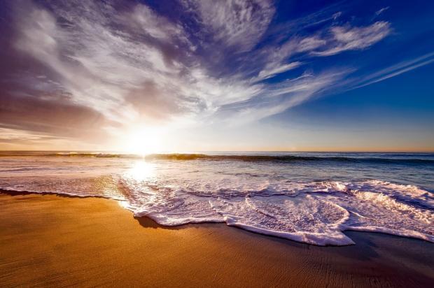 пляж и красивое небо