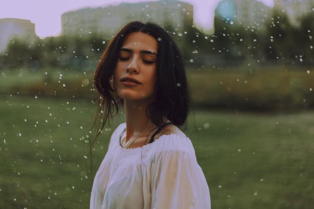 девушка по дождем