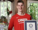 Новый рекорд Гиннесса: 15-летний житель Канады назван самым высоким подростком в мире