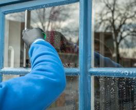 Генеральная уборка осенью: как приготовить самодельную смесь для мытья окон и зеркал