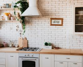 Щадящий спрей от плесени и грибка: как очистить стены без химических средств