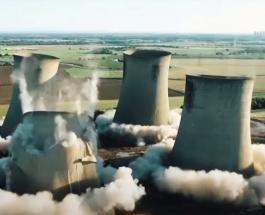 Эффектный подрыв старой электростанции в Великобритании
