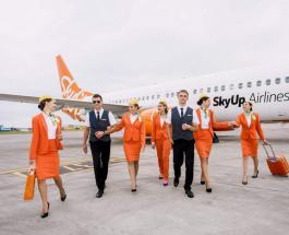 Брюки и кеды вместо юбок и туфель: украинская авиакомпания переодела своих стюардесс