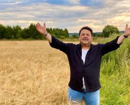 Игорь Саруханов - счастливый отец: как выглядят маленькие дочери 65-летнего артиста