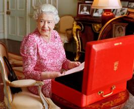 "95-летняя Елизавета II отказалась от премии ""Старушка года"""