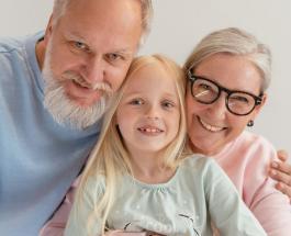 День Бабушек и Дедушек: открытки и история праздника, отмечаемого 28 октября