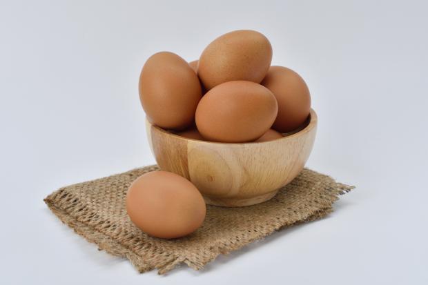 яйца в мисочке