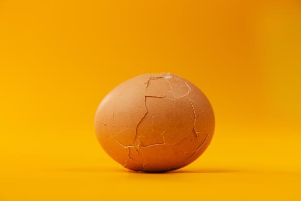 отварное яйцо в скорлупе