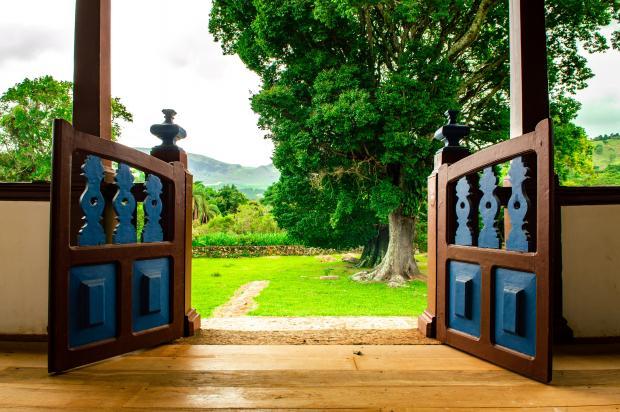 открытые двери в сад