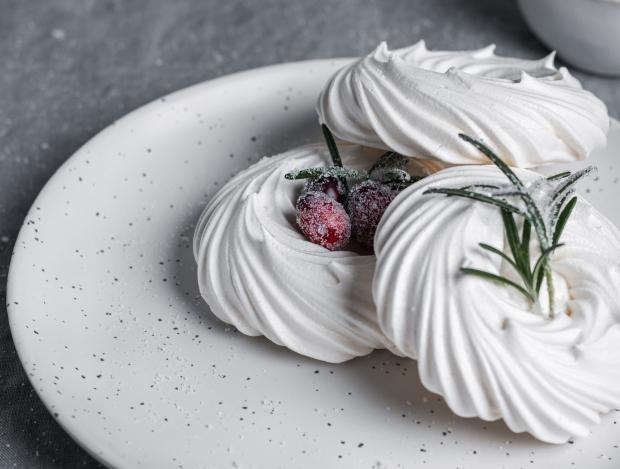 белое печенье из миндальной муки