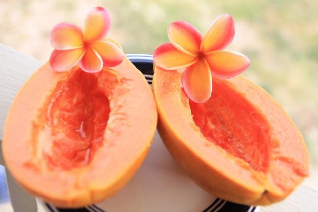 две половинки папайи