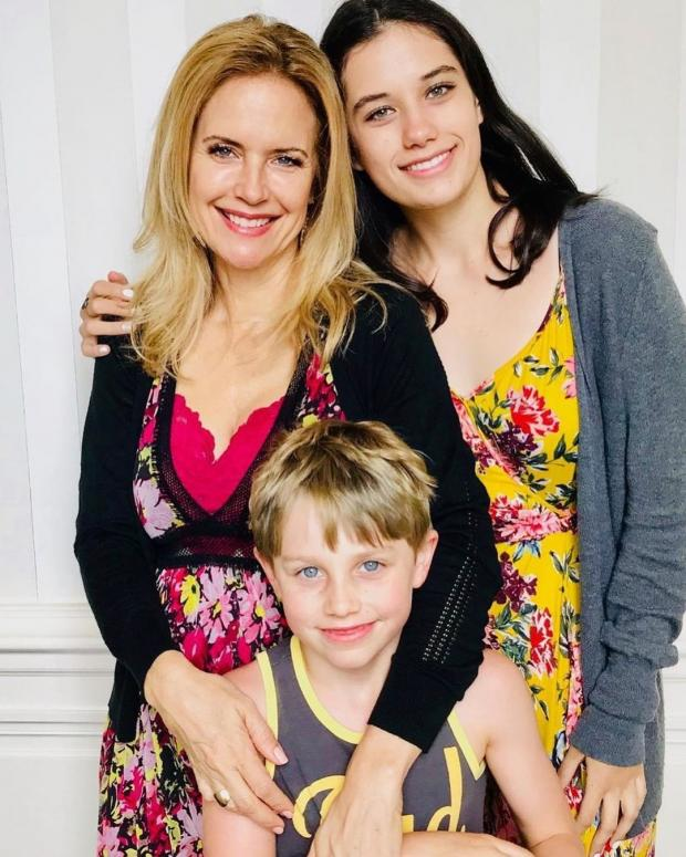 Келли Престон с дочерью и сыном