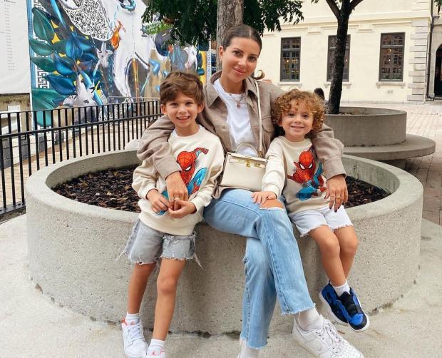 Галина Юдашкина с сыновьями